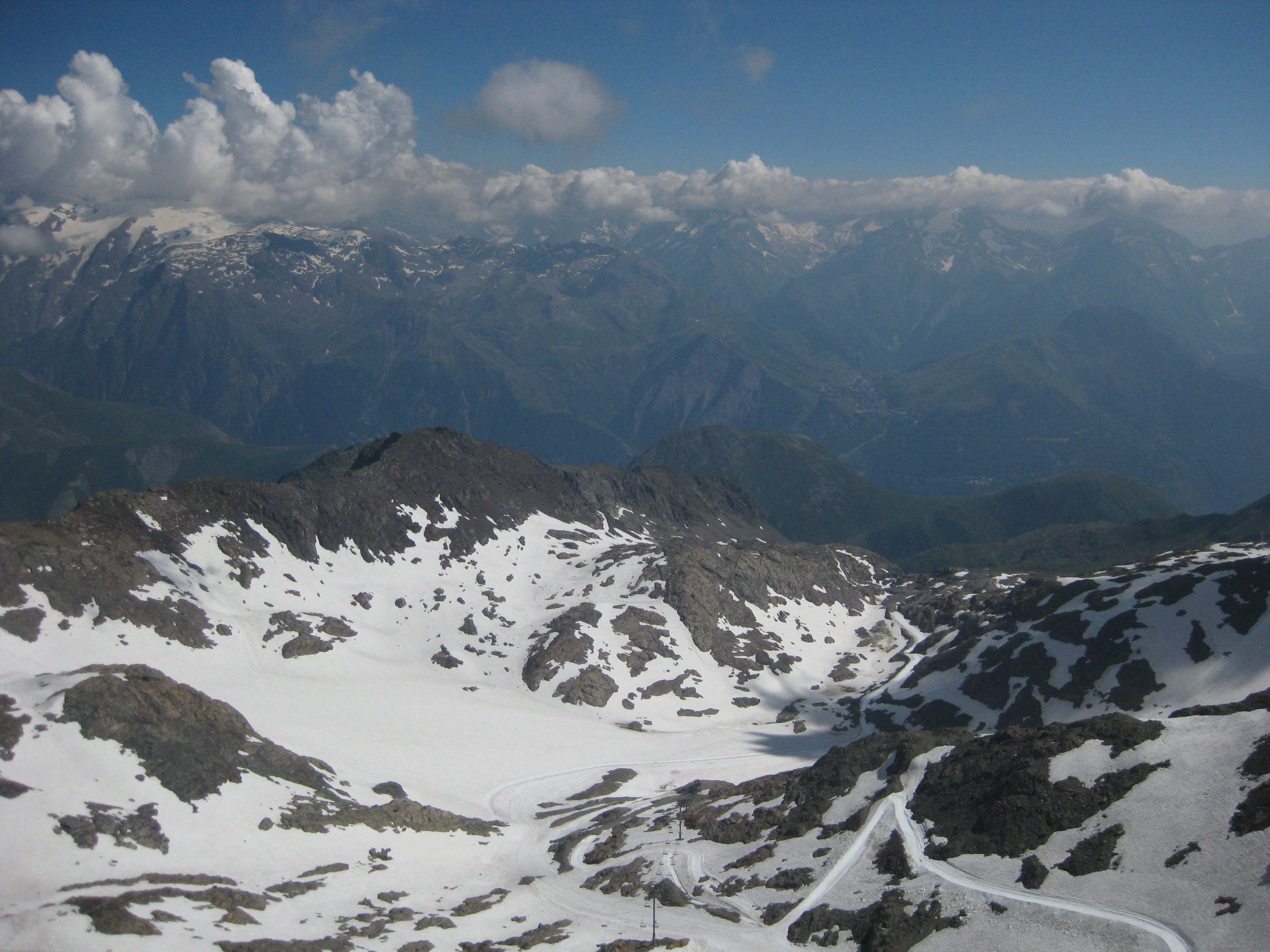 Sarennes glacier in July 2010 (taken byFLICKR.COM USER: SKITTLEDOG)